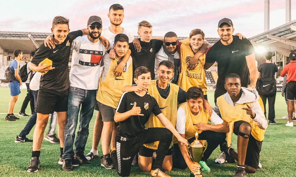 Video  Football Friday vinnarna fick bli professionella fotbollsspelare för  en dag - Ungdomsfotboll.se 1c29b28ffa6cd
